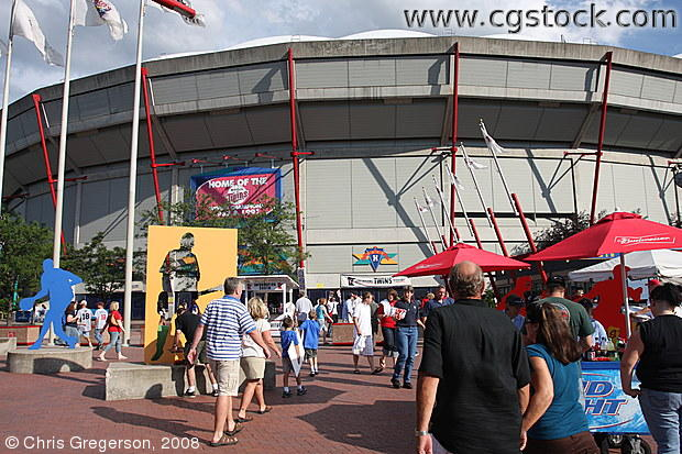 Twins Fans Arriving at the Metrodome